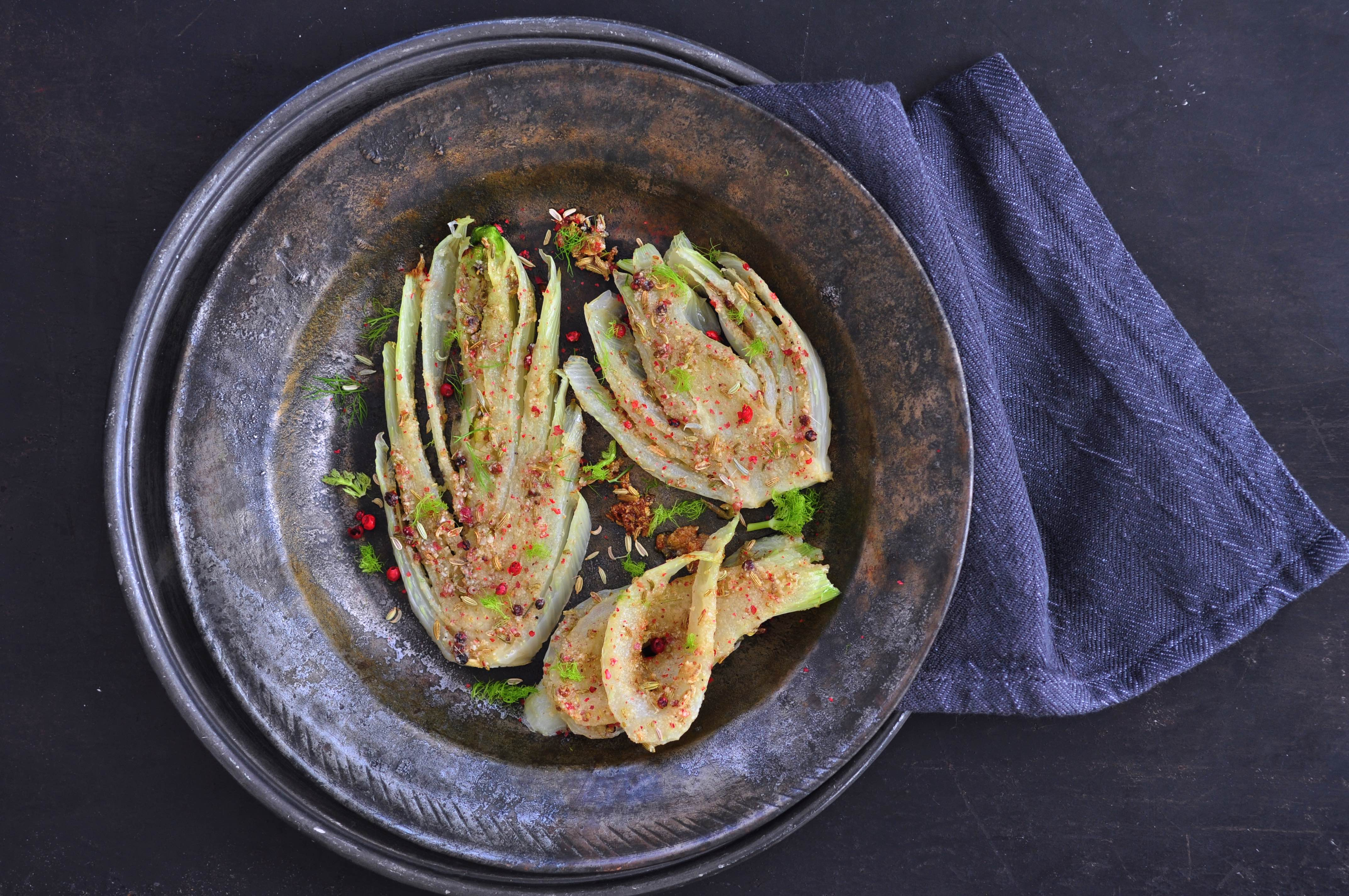 Baked_fennel_with_pink_pepper_and_almond_flour