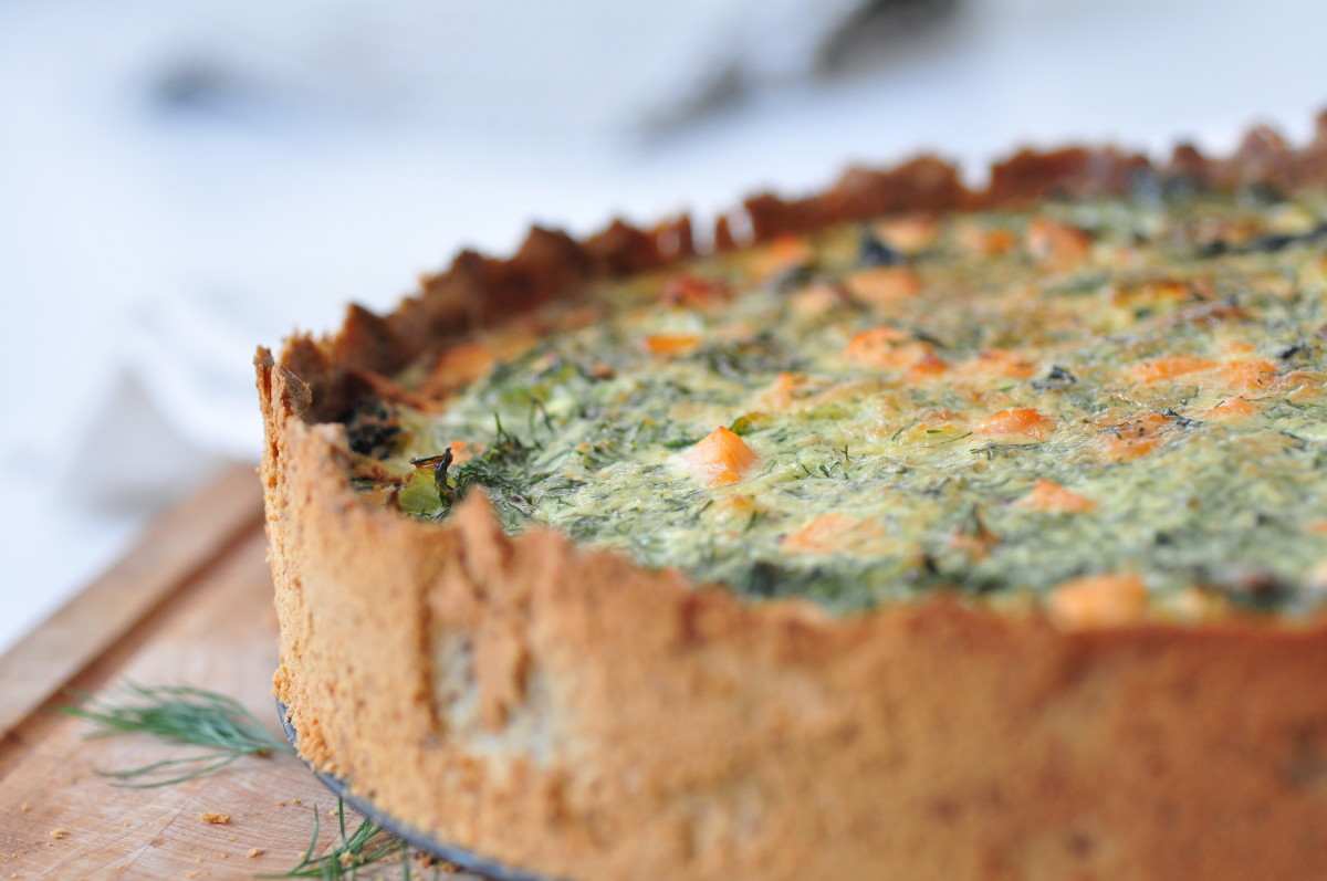 Quiche with salmon and veggies